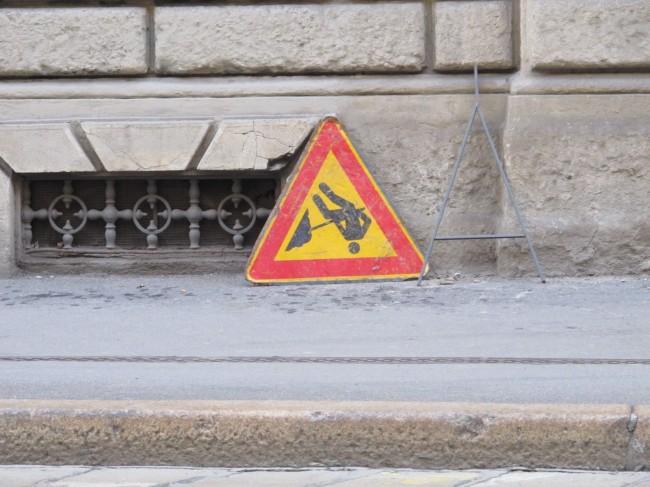 cartello stradale lavori