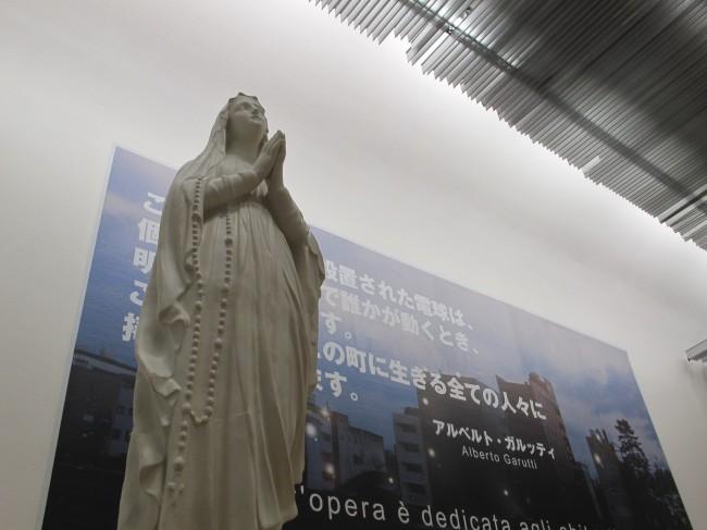 statue madone art contemporain