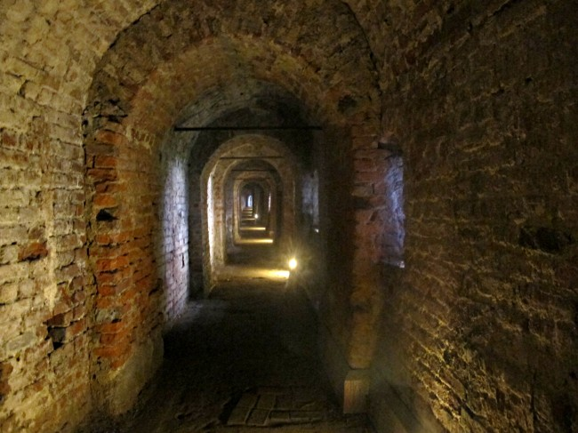 tunnels chateau milan