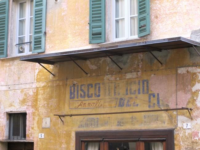 vieille enseigne peinte italie