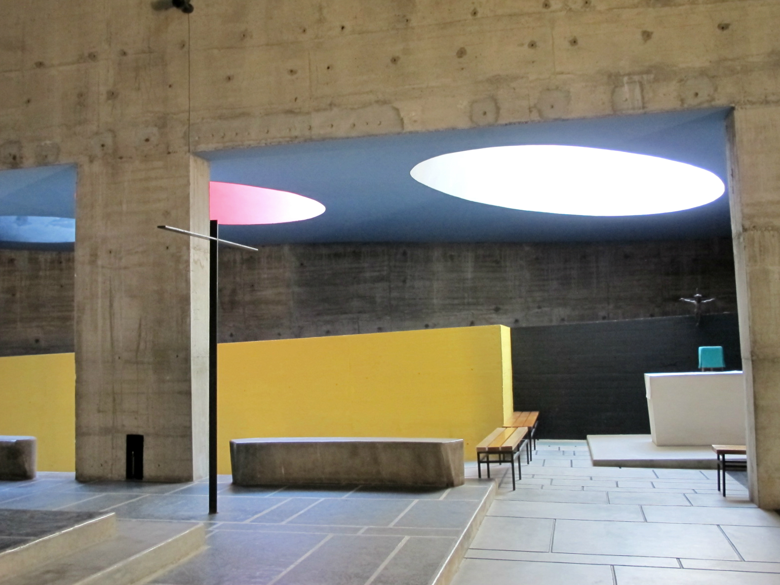 Le couvent de la tourette de le corbusier completementflou for L interieur d un couvent