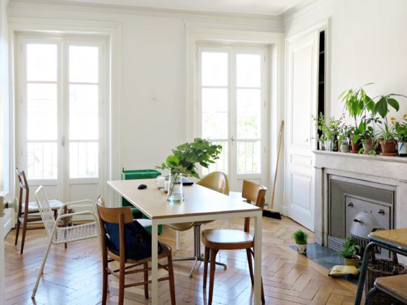 intérieur minimal blanc